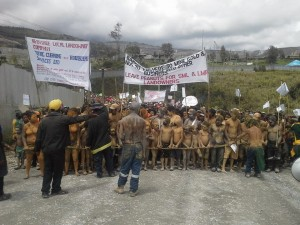 10437499 890997770910245 335123823180346646 n 300x225 Massive Protests in Porgera over violation to MOA agreement with landowners